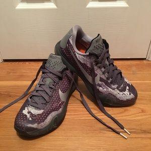 Mens Grey/blk-nght slvr-white Kobe X size 10.5.